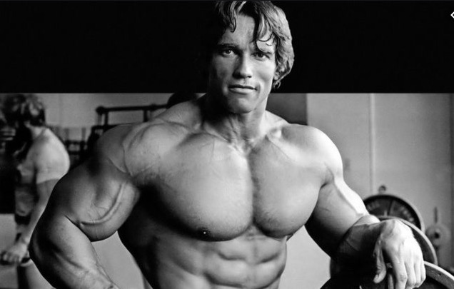Black/white Arnold in the gym